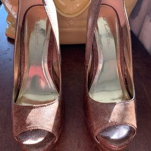 Brown peep-toe platform high heels!